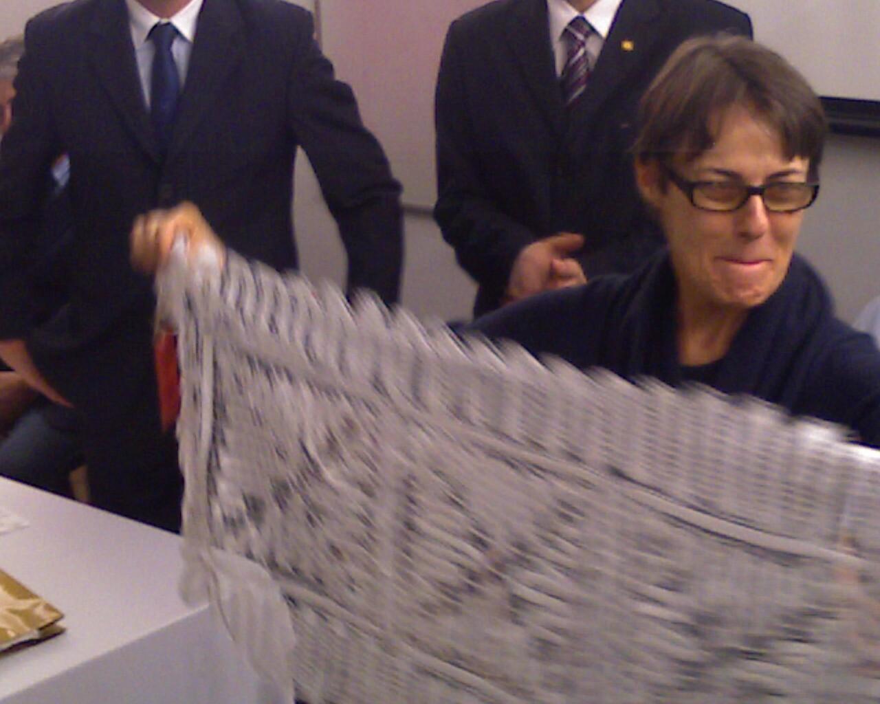Ministra @anadehollanda ganha renda de bilro