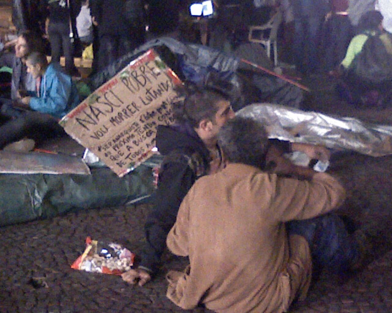 """""""nasci pobre, vou morrer lutando"""" #AcampaSampa #15O"""