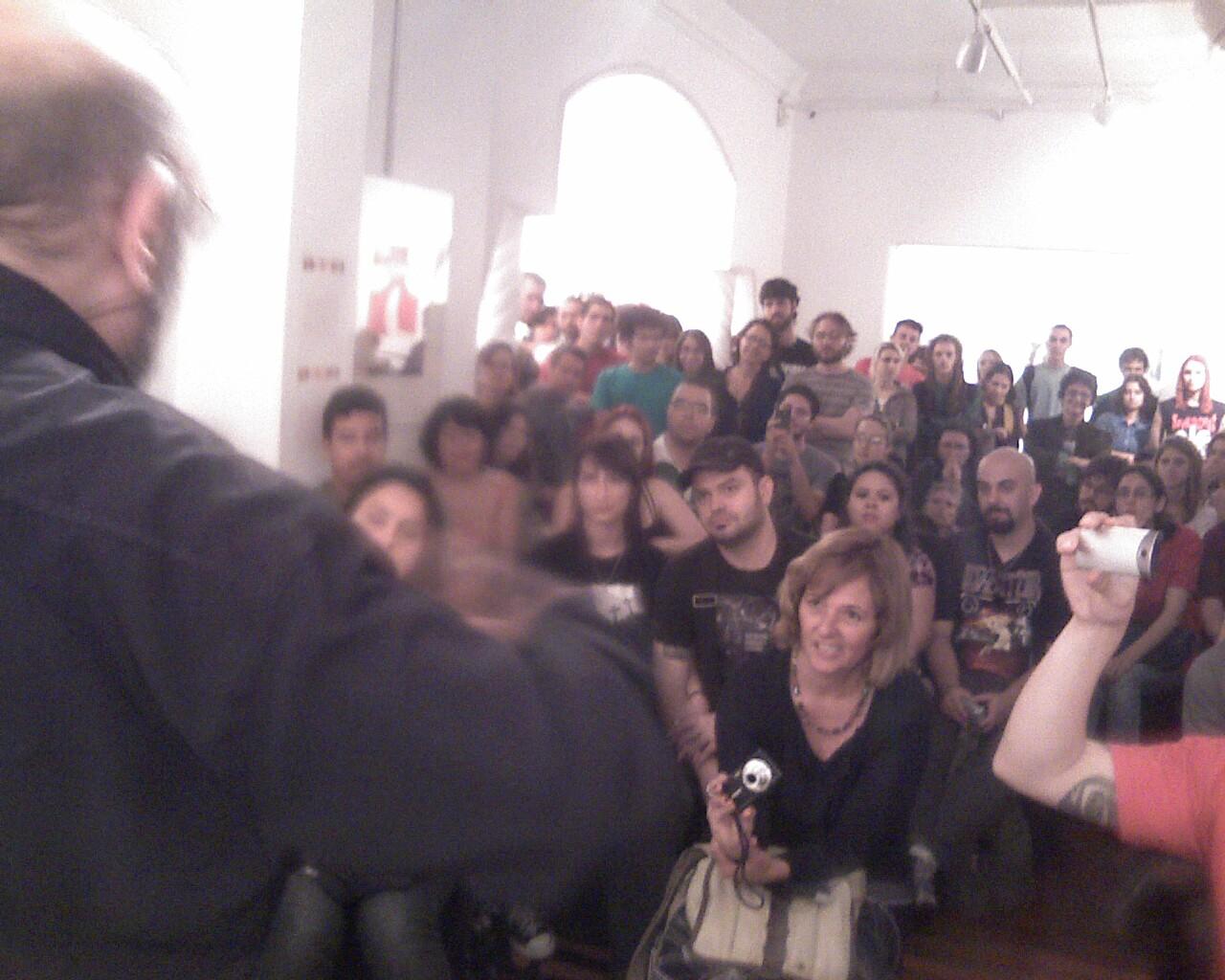 Zé do Caixão falando com o público no Catavídeo