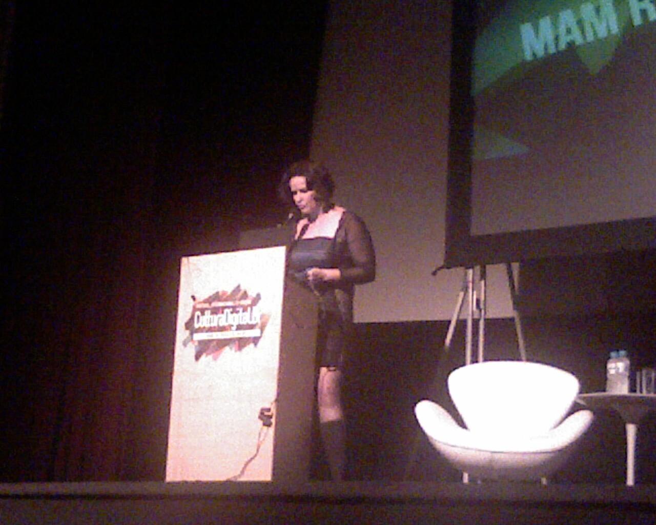 .@ivanabentes faz homenagem a Guido Grepax na abertura do festival #CulturaDigitalBR ;-}