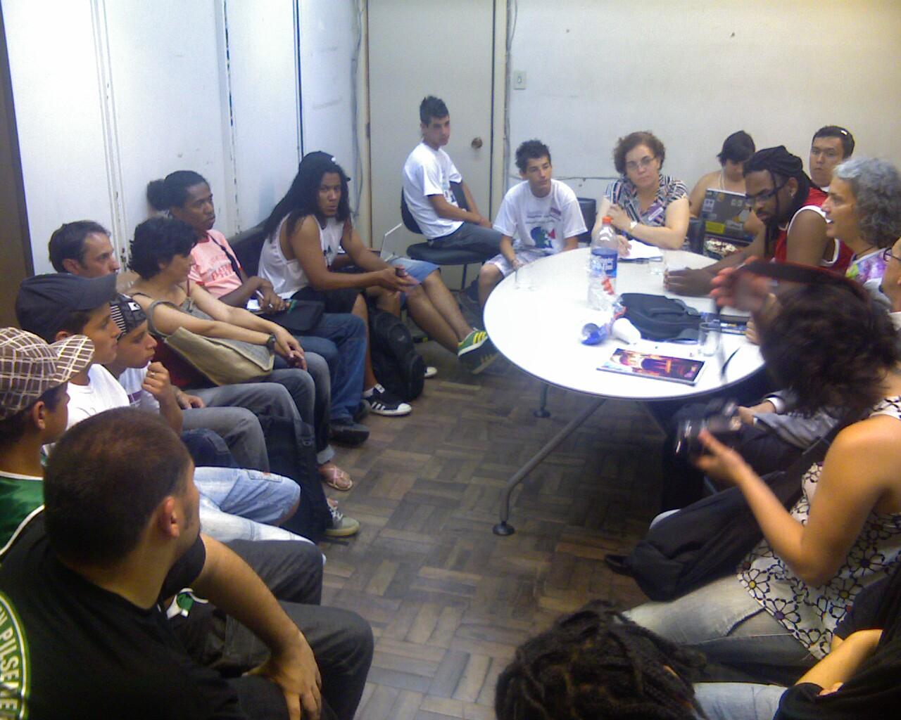 Galerinha reunida #ConexoesGlobais #FSM2012 #MidiaLivre #CulturaDigital