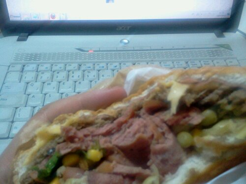 Nada melhor do começar uma #SextaFeira13 e #DiaMundialdoRock do que comendo…