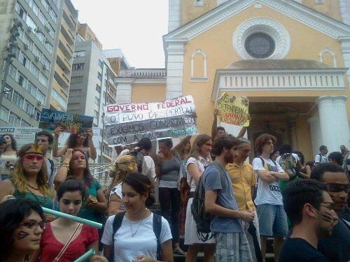 Manifestação de apoio aos índios em #Floripa #SouGuaraniKaiowa