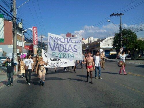 #MarchadasVadias #Floripa na Mauro Ramos. Se ligou na localização? ;-}