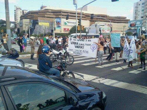 #MarchadasVadias #Floripa chegou na Beiramar Norte. Polícia Militar também.