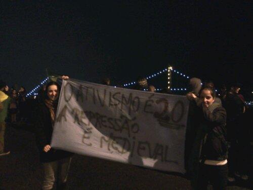 """""""O ativismo é 2.0. A repressão é medieval"""". #ProtestoSC #ProtestosBR"""